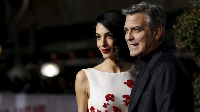 Esposa de George Clooney, Amal está grávida de gêmeos