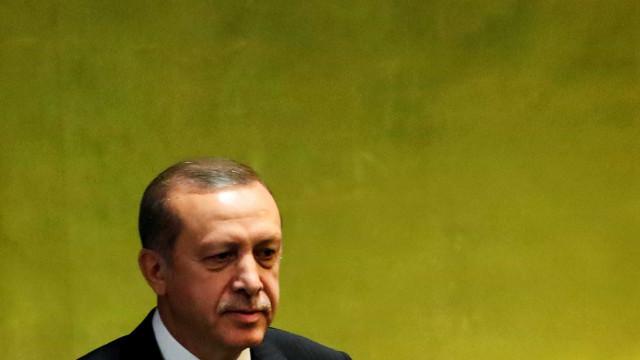Erdogan sanciona lei que impõe presidencialismo