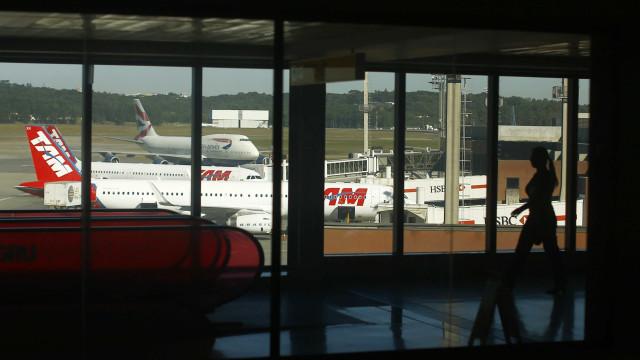 Voos atrasam por causa de pane no avião que transportava Aécio