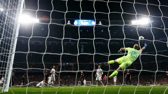 Napoli assusta, mas perde de virada  do Real Madrid