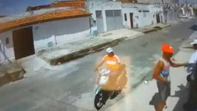 Motoqueiro sem perna e deficiente  visual assaltam homem no Ceará