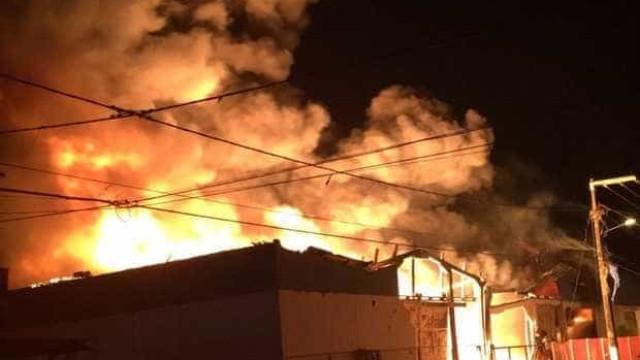 Incêndio destrói fábrica de colchões em Aracaju