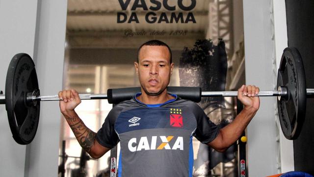 Luis Fabiano pede paciência e prevê estreia em 2 ou 3 semanas