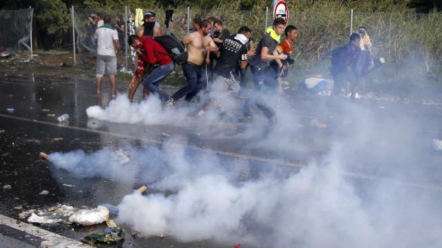 PM de São Paulo usa bombas para dispersar foliões na Praça Roosevelt