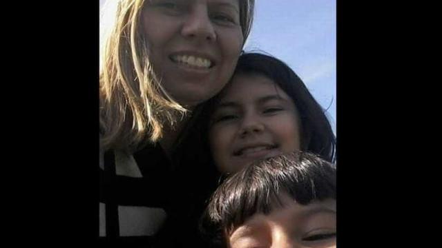Mãe de filhos mortos desabafa: 'Brutalmente retirados de meus braços'