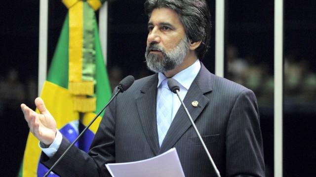 STF começa a julgar denúncia contra senador Valdir Raupp