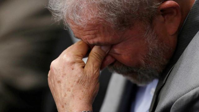 Velório de Marisa Letícia termina com discurso de Lula: 'Morreu triste'