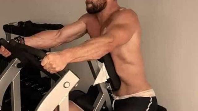 Chris Hemsworth exibe rotina de exercícios para ser 'Thor' nos cinemas