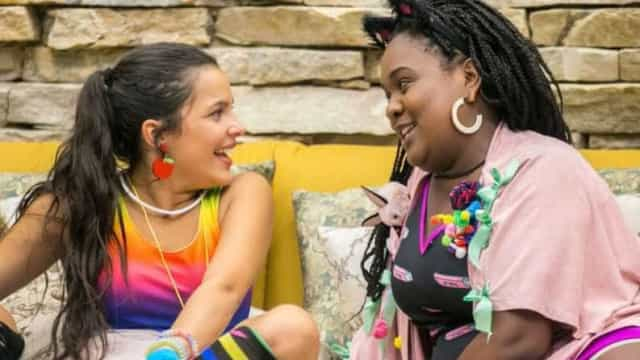 Roberta faz as pazes com Emilly, mas 