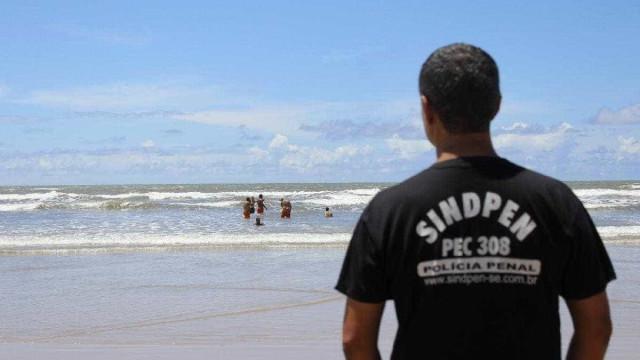 Detentos têm dia na praia com direito a picolé e refri em Aracaju