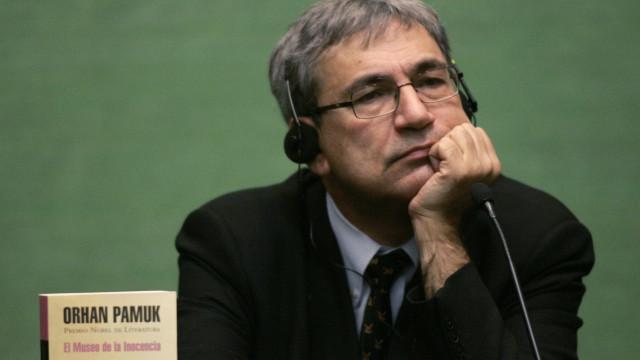 'Eu não sou livre para dizer o que quiser', diz escritor Orhan Pamuk