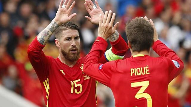 Sergio Ramos sobre Piqué: 'Jogamos pedrinhas um no outro'