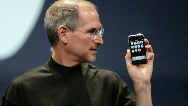 Mostra sobre Steve Jobs retrata várias  faces do criador do iPhone