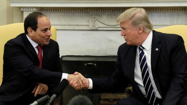 Trump desfaz 'gelo' de Obama  e recebe presidente do Egito