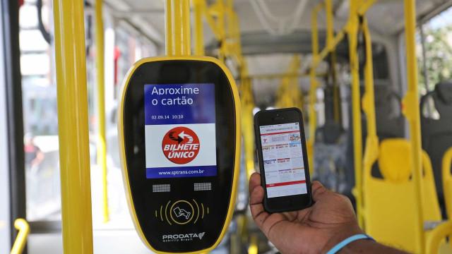 Doria quer testar celular para pagar tarifa dentro dos ônibus