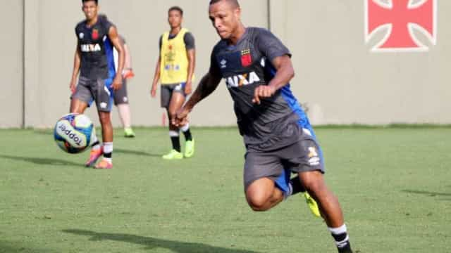 Luis Fabiano comemora tempo para treinar e espera colocar fim a jejum