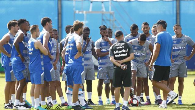 Interessado e frio, Bolaños se destaca no Grêmio