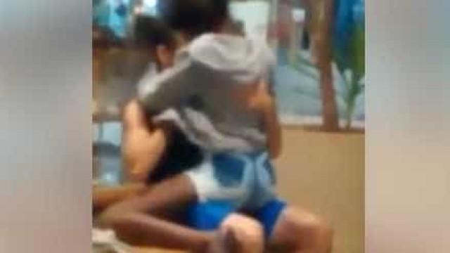 Rio: casal faz sexo no meio de shopping e choca clientes