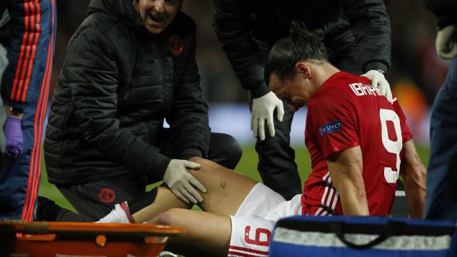 Ibrahimovic rompe ligamento do joelho e não joga mais na temporada