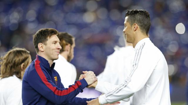 Imagens flagram abraço entre Cristiano Ronaldo e Messi no clássico