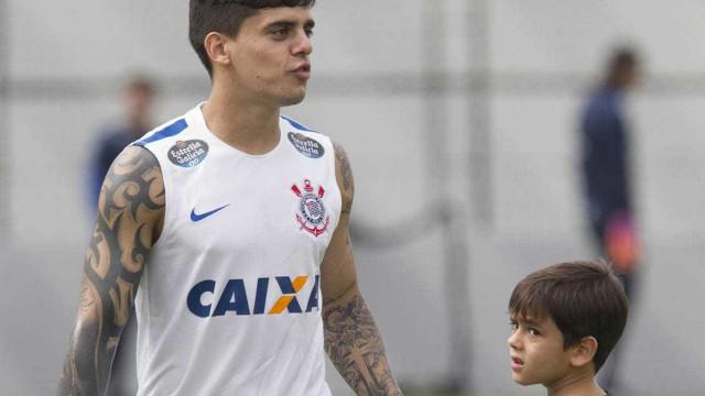 Denunciado, Fagner corre risco de desfalcar Corinthians na final