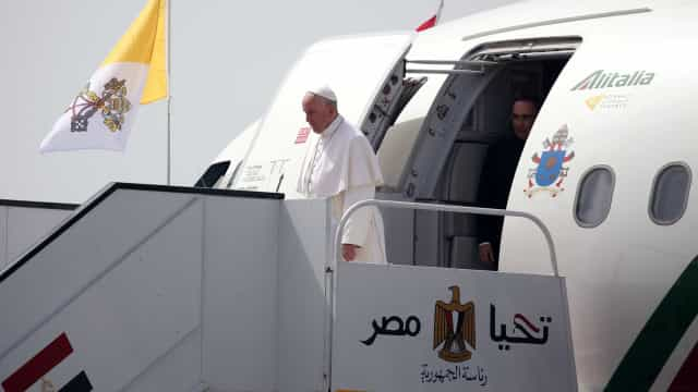 Papa chega ao Egito para conferência  com líderes muçulmanos