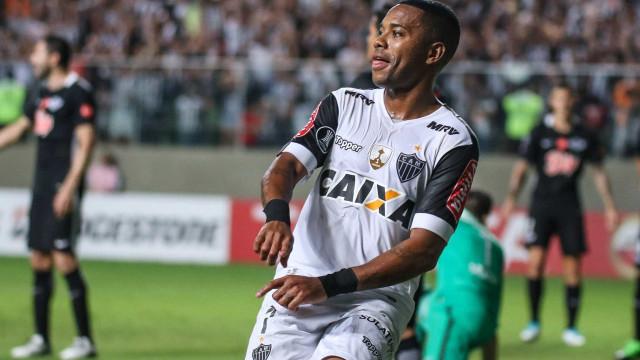 Robinho supera Zico e iguala Pelé em gols na Libertadores
