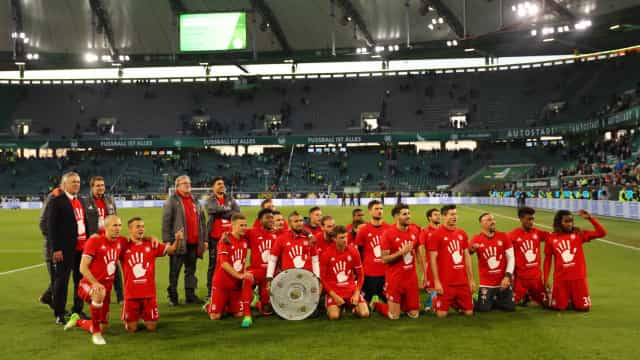 Bayern goleia e conquista pentacampeonato alemão