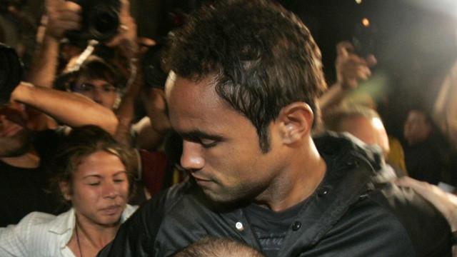 Em estreia, goleiro Bruno é  ovacionado pela torcida do Boa