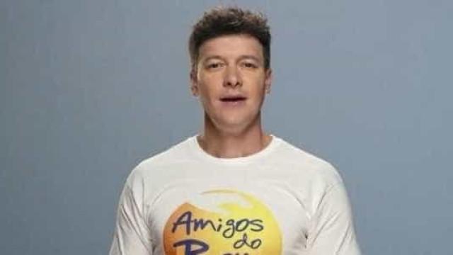 Rodrigo Faro relembra passado e canta com a banda Dominó; veja!