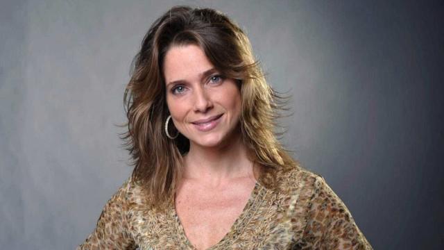 Aos 43 anos, Letícia Spiller não  descarta ter outro filho