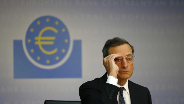 Draghi, do BCE, diz que é muito cedo  para reduzir estímulos monetários