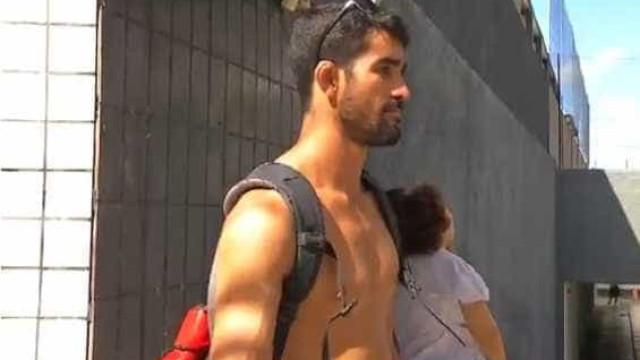 Homem invade prédio em chamas e resgata idoso em Fortaleza