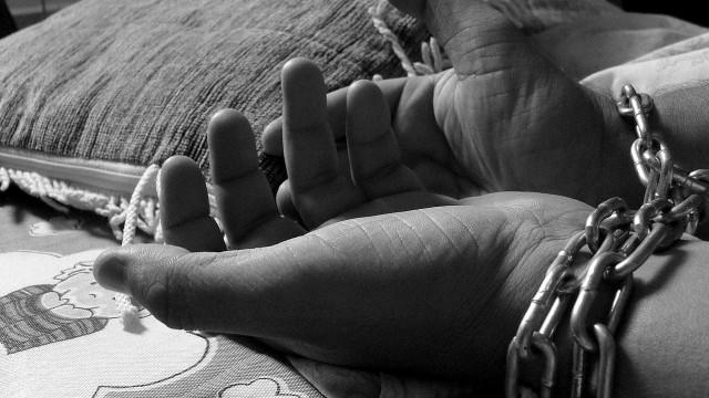 Jovem é preso por agredir e manter mulher grávida em cárcere privado