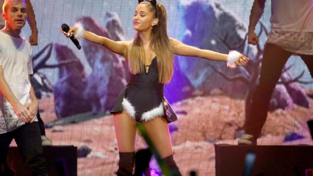 Famosos repercutem na web explosão de show de Ariana Grande