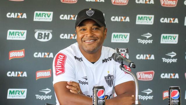 Sem Marlone na Liberta, Roger busca solução dentro do Atlético-MG