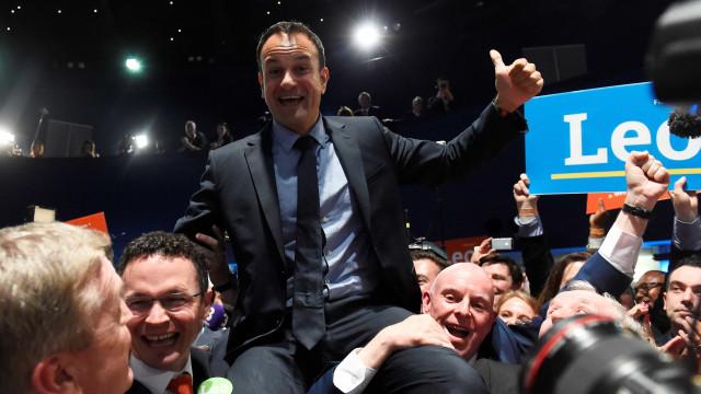 Gay e filho de imigrantes, Varadkar é novo premier da Irlanda