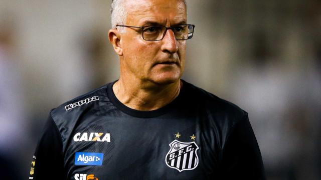 """Santos aposta em time solidário para superar """"economia"""" do ataque"""