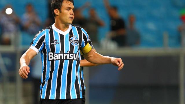 Grêmio pune funcionário que fez clube pagar multa a Kleber Gladiador