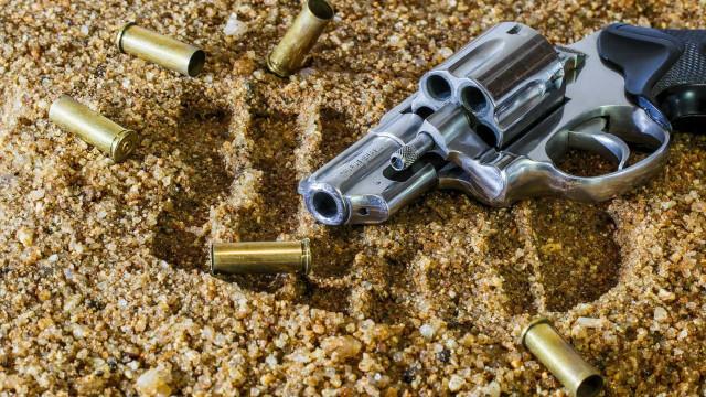 Seis famílias são feitas reféns por assaltantes em SP