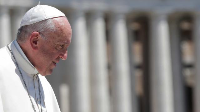 Papel da mulher não se  limita a temas 'femininos', diz Papa