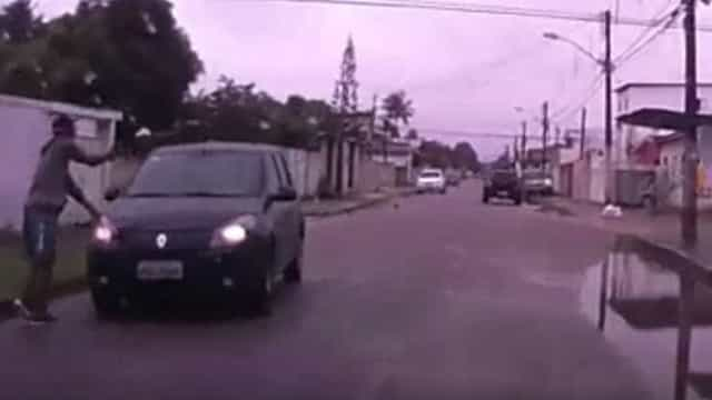 Vídeo mostra universitário sendo baleado durante assalto em Recife