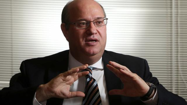 Economistas esperam desdobros da crise política para mudar projeções