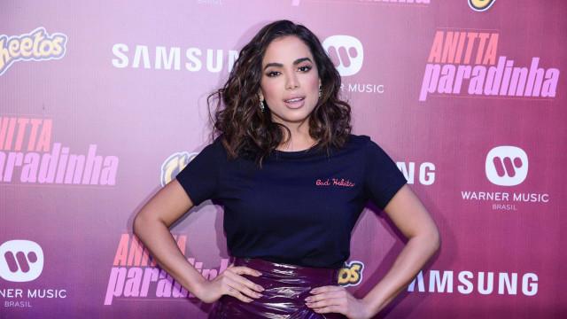 Artistas viram tiete de Anitta e escrevem posts de apoio à diva