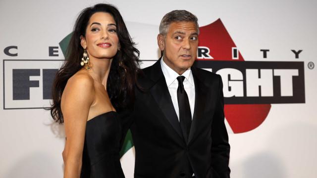 De férias na Itália, família Clooney estuda mudança para EUA