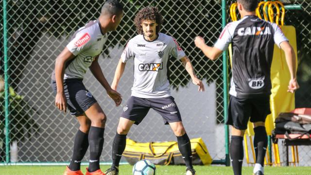 Após derrota, Atlético-MG volta aos treinos com presença de presidente
