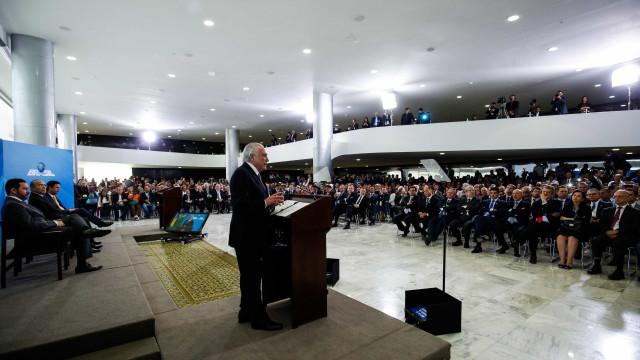 Contra denúncia, Temer avalia reforma ministerial