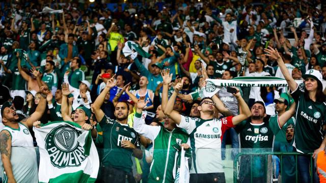 Torcida do Palmeiras faz protesto e cobra título da Copa Libertadores
