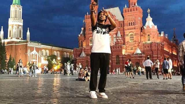 Na Rússia, Ronaldinho volta a descartar retorno aos gramados