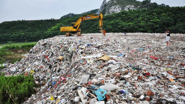 China decide suspender importação  de lixo estrangeiro